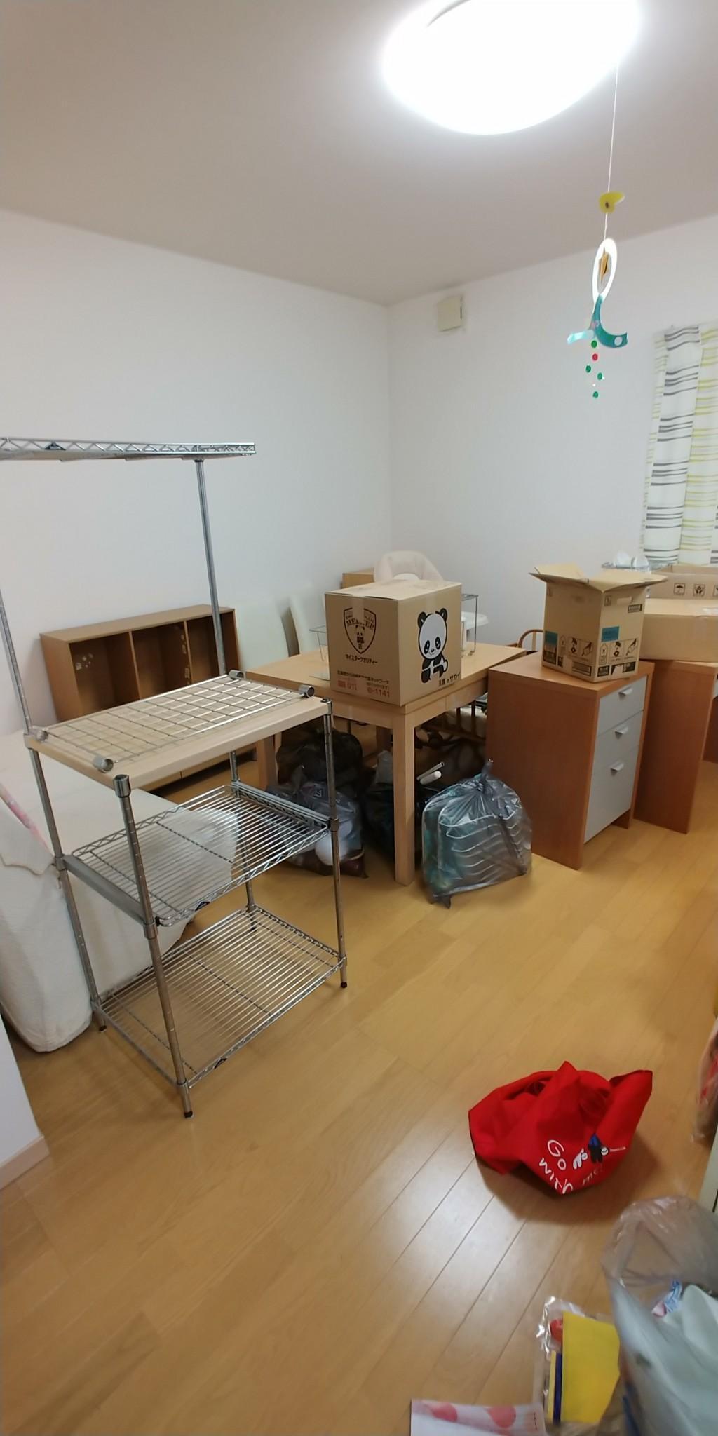 【東久留米市】遺品整理でソファ、本棚、食器棚、テレビ台等の回収